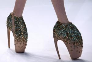 L'agence de communication Nostromo s'intéresse aux chaussures les plus étranges, un moyen de communiquer sur l'art particulier des chaussures