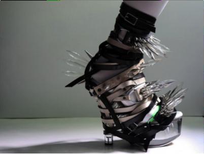 Une chaussure selectionnee pour le top ten des chaussures les plus etranges de l'agence de communication Nostromo