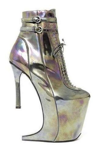 Nostromo, agence de communication, se demande comment marcher dans ces chaussures bizarres