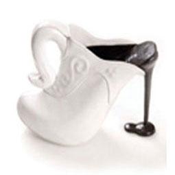 Nostromo agence de communication se demande pourquoi les chaussures de mode peuvent être aussi étrange