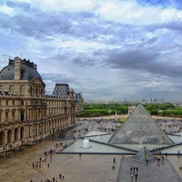 Nostromo, agence de communication, située à Paris se demande pourquoi le code postal du Louvre est 75058?