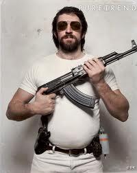 Nostromo, agence de communication, pense que la barbe et les lunettes sont le t-shirt blanc des français