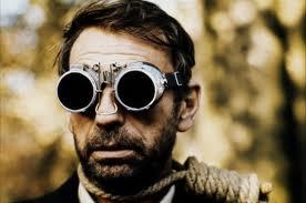 L'agence de communication Nostromo examine la communciation des acteurs, une histoire de t-shirts, de barbe et de lunettes....
